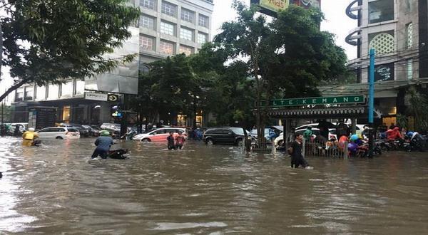 banjir jakarta 8-16